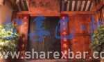 百坪村的黑漆楼门