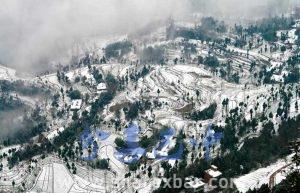 白雪覆盖的灵山村