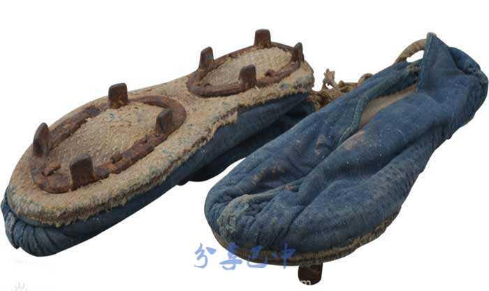 红军穿过的布鞋,现收藏于川陕革命根据地红军烈士纪念馆