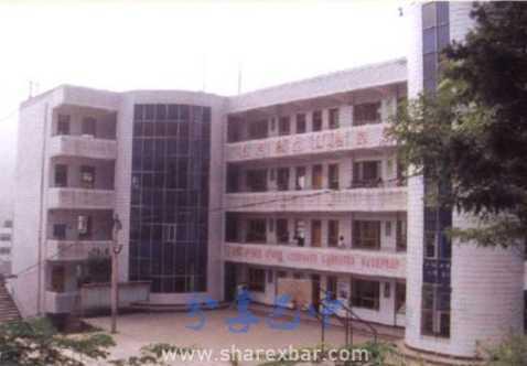 瓦室中学教学楼