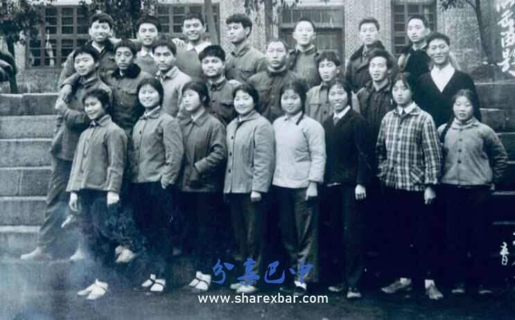 通江县瓦室区长胜公社72年下乡的知青朋友们.                      提供照片人姓名::伍世年